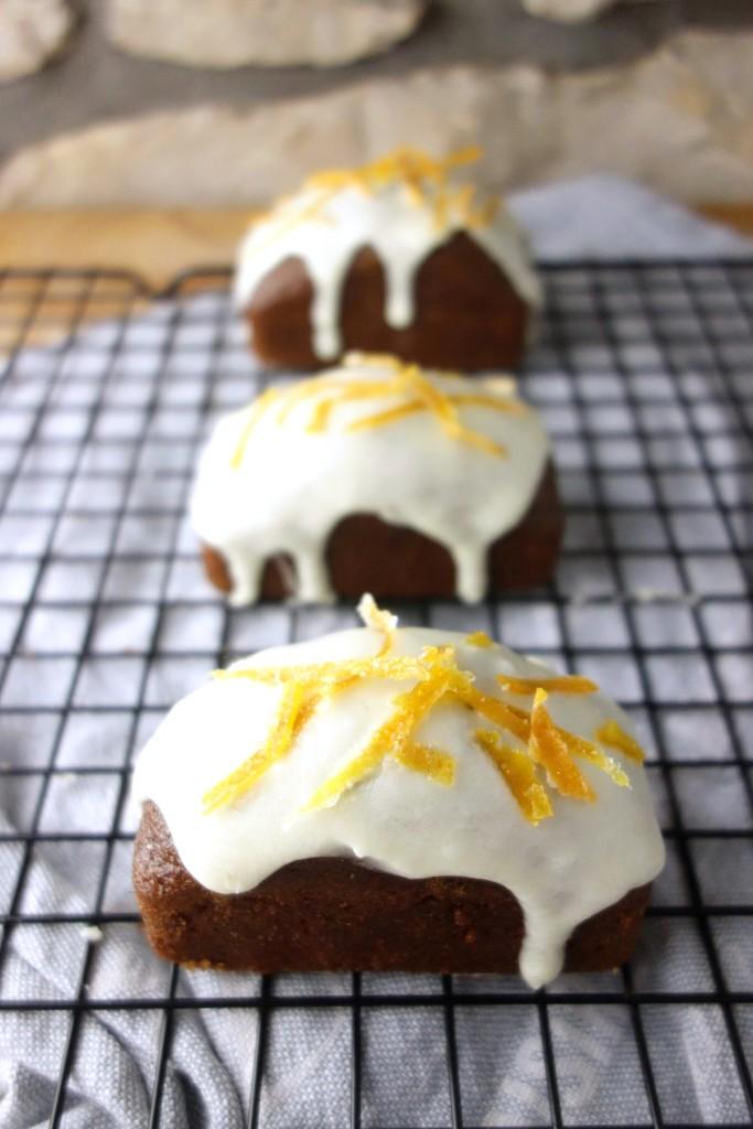 mini gingerbread loaves