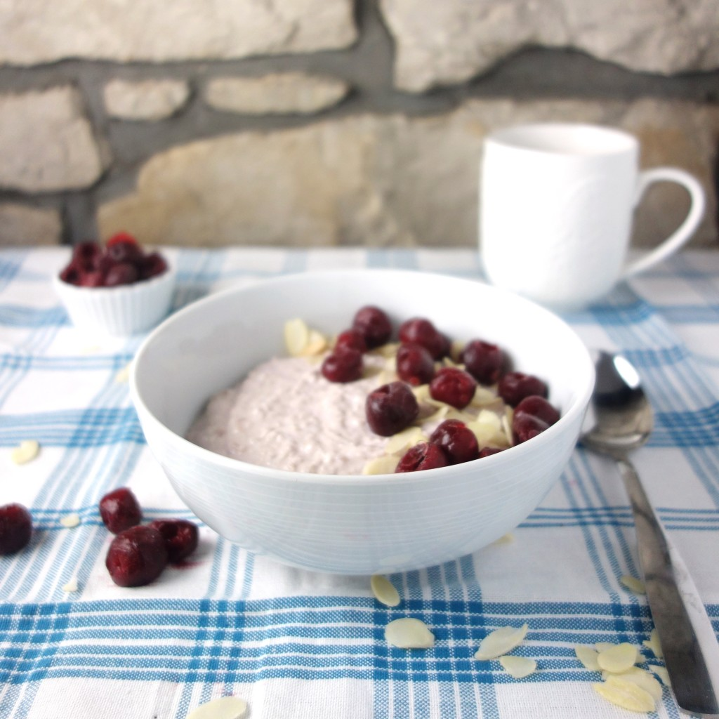 cherry bakewell overnight oats