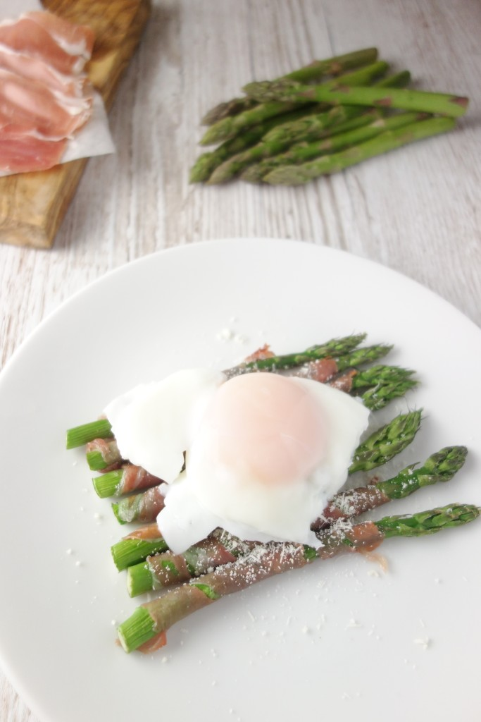 prosciutto wrapped asparagus poached egg