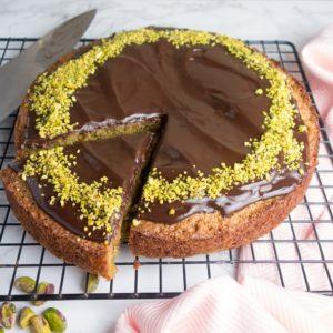 chocolate pistachio sponge cake sq