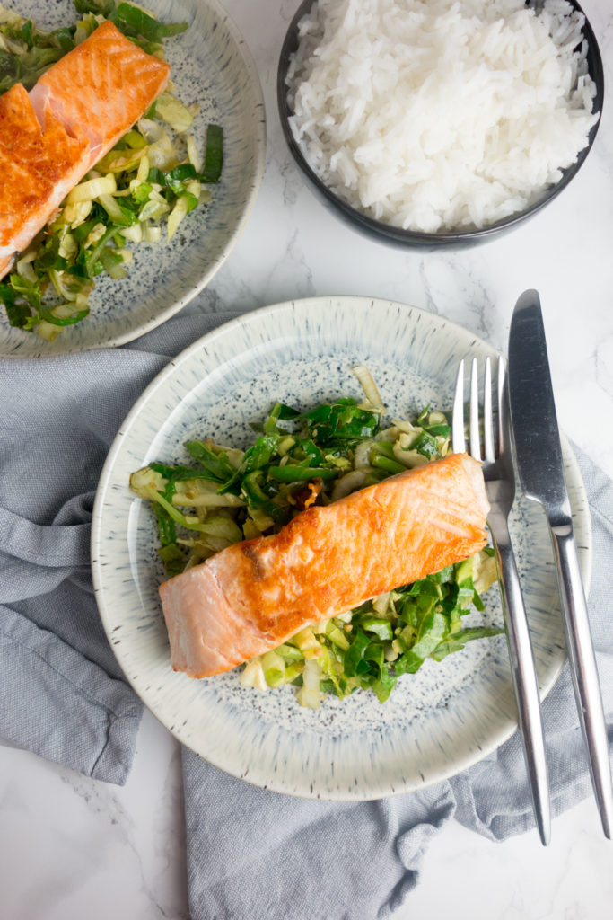 Pan-fried salmon & garlic soy greens: An easy midweek dinner that's full of asian inspired flavours and only takes 20 minutes!